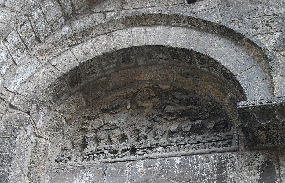 Saint-Pons-de-Thomières (Hérault)- cathédrale - détail du portail: la cène et l'ascension.