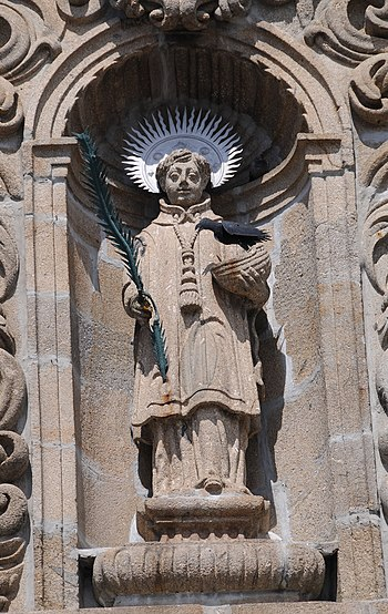English: Statue of Vincent of Saragossa, in Sa...