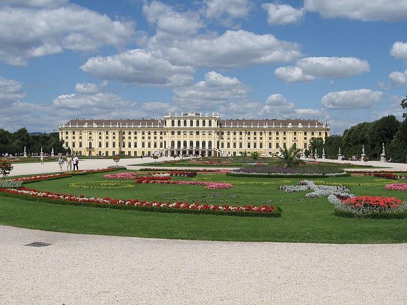 File:Schloss Schönbrunn 0335.jpg