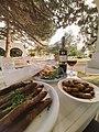 Shadrapa, vin rouge et table au restaurant..jpg