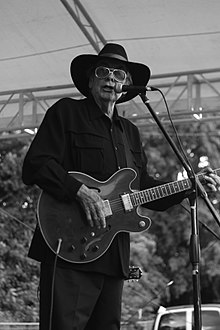 Sleepy LaBeef performing at Memphis International Rockabilly Festival, August 2015
