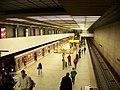 Smíchovské nádraží, nástupiště s vlakem.jpg