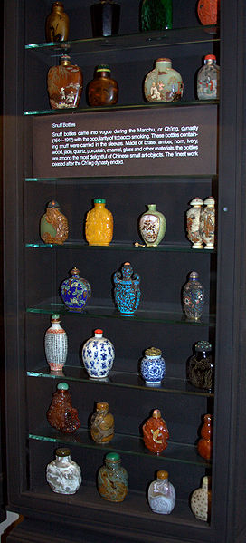 File:Snuff bottles - AMNH collection.jpg