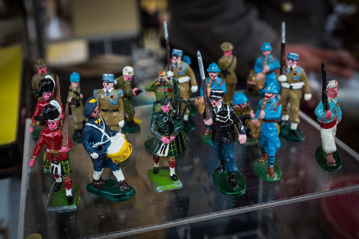 https://upload.wikimedia.org/wikipedia/commons/thumb/7/71/Soldats_de_plomb_Strasbourg_26_octobre_2013.jpg/1200px-Soldats_de_plomb_Strasbourg_26_octobre_2013.jpg