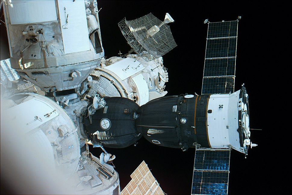 Soyuz acoplada MIR