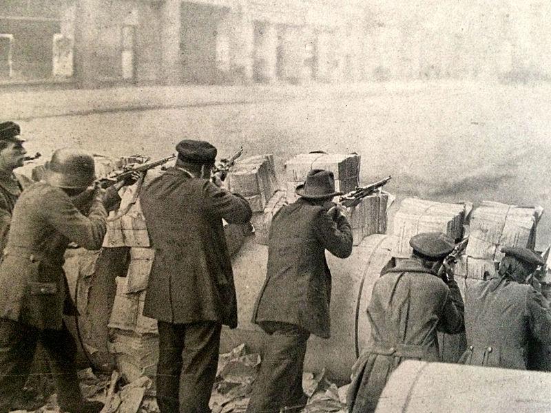 Datei:Spartakusaufstand Barrikaden.jpg
