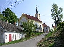 Stříbřec, kostel od návsi.jpg