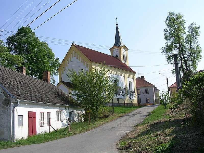 kostel sv. Jana Nepomuckého ve Stříbci