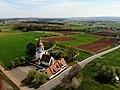 St.-Michaels-Kirche (Unterasbach) von Nord-Osten Luftaufnahme (2020).jpg