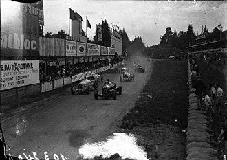 Baconin Borzacchini - Borzacchini (nr 10) front right in the 1933 Belgian Grand Prix with Alfa Romeo Monza 2.6 entered by Scuderia Ferrari.