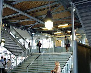 La Chapelle (Paris Métro) - Image: Station La Chapelle Ligne 2 Entrée 26 03 05