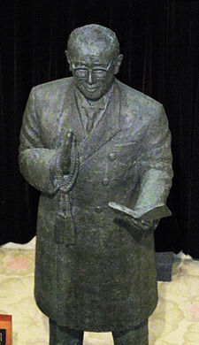 Statue of Niwano (cropped).JPG