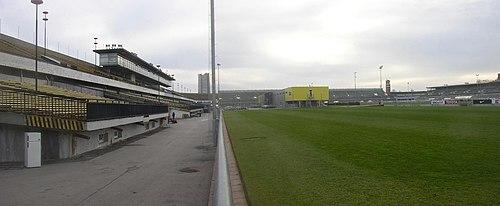Les plus grands du monde ! - Page 6 500px-Strahov_Stadium_Prague_CZ_02