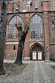 Stralsund, Auf dem Sankt Nikolaikirchhof, Blick auf St. Nikolai (2012-03-18), by Klugschnacker in Wikipedia.jpg