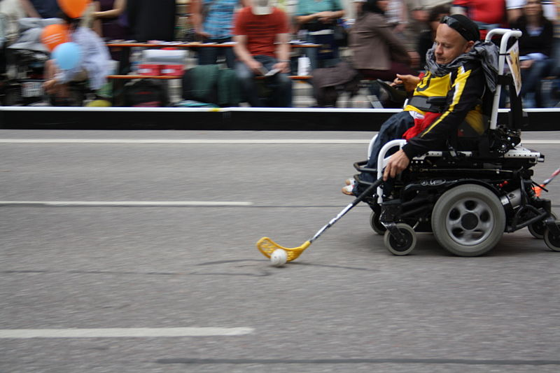 File:Streetlife Rollstuhl-Hockey.JPG