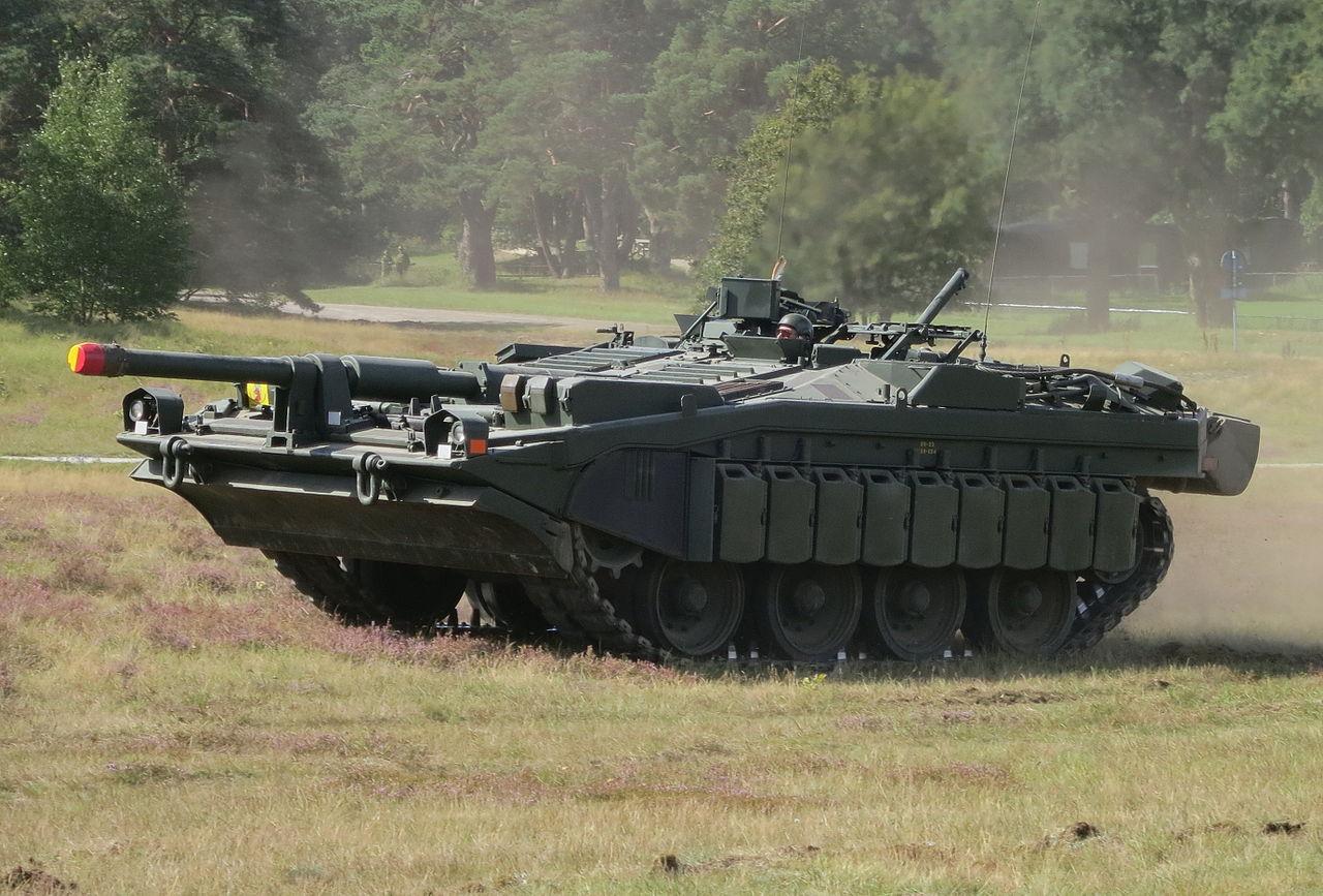 10 1//72 Military Vehicle Battle tank Strv 103B Sweden