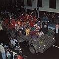 Surinaamse onafhankelijkheid feestende Surinamers op vrachtauto, Bestanddeelnr 254-9801.jpg