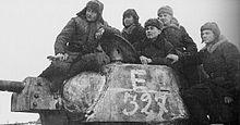 Carro armato sovietico T-34 in marcia durante i giorni dell'operazione Urano, durante la seconda guerra mondiale