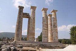 Templo de Hércules en Nemea by Luis Roberto Mendoza.jpg