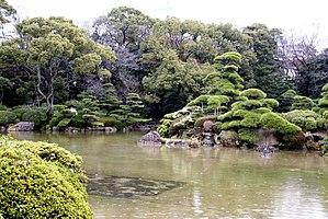 Tennōji-ku, Osaka - Tennōji Park's atypical beauty in the neighborhood