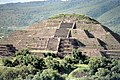 Teotihuacan Piramide de la luna en 1987.jpg