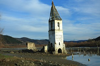 Sângeorgiu de Pădure - The church of the flooded Bezidu Nou (Bözödújfalu) village