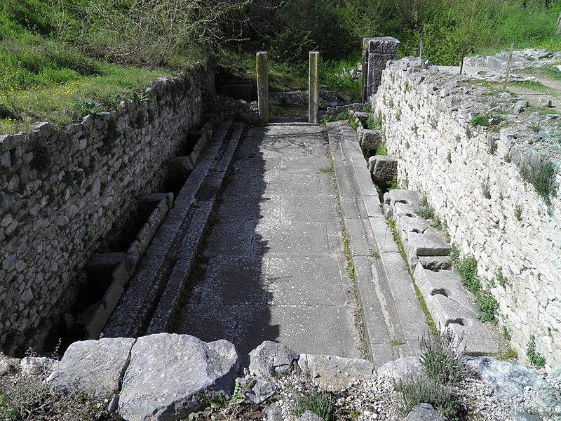 File:The Public lavatories (latrine) of the palaestra, Philippi (7272643976).jpg