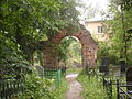 The ruins of the gate on Gurievsk cemetery 3.JPG