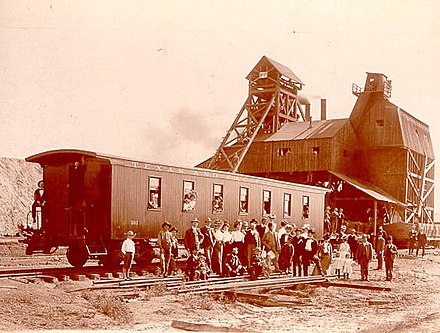 Coal-mining facility at Thurber, Texas, around 1900 Thurber Texas coal mining.jpg