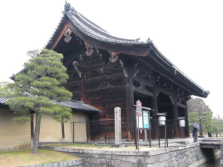 Toji-Nandaimon