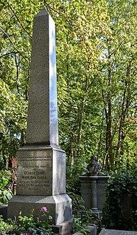 Tomb of George Eliot.jpg
