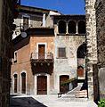Trifora palazzo Rienzo Scanno.jpg