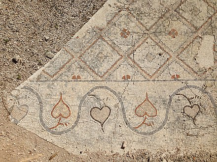Mosaic of heart-shaped vine leaves at the entry of Al Mina Site, probably Byzantine TyreAlMinaCitySite ByzantineMosaicHearts RomanDeckert030102018.jpg