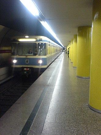 Fraunhoferstraße (Munich U-Bahn) - Platform at Fraunhoferstrasse station