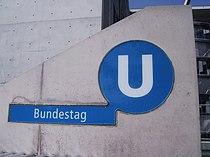 U-Bahn Berlin Bundestag Neues Schild.jpg