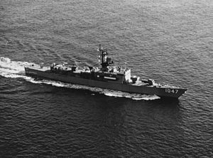 USS Voge (FF-1047) - Voge in 1971, before addition of the helicopter hangar.