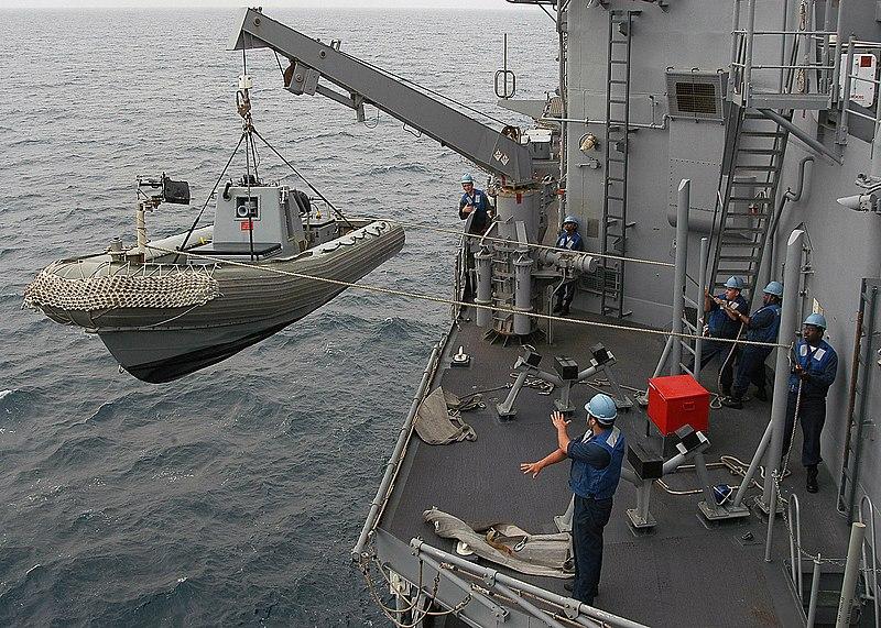 800px-US_Navy_040420-N-6433N-082_Crewmem