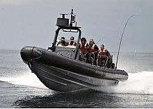 الفرقاطة الفرنسية La Fayette 220px-US_Navy_RHIB_SWCC