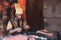 Un artisan travaillant du bogolan.jpg
