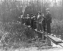 University of Toronto botany class in High Park 1910.jpg