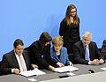 Unterzeichnung des Koalitionsvertrages der 18. Wahlperiode des Bundestages (Martin Rulsch) 093.jpg