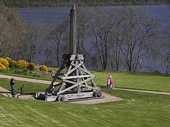 Urquhart Castle trebuchet.jpg