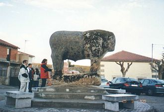 Verraco - Verraco located in the Plaza mayor of Villanueva del Campillo. It is the Vettones's largest zoomorphic sculpture found until now in the Iberian Peninsula.