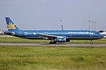 VN-A331 - Vietnam Airlines - Airbus A321-231 - CAN (15081610477).jpg