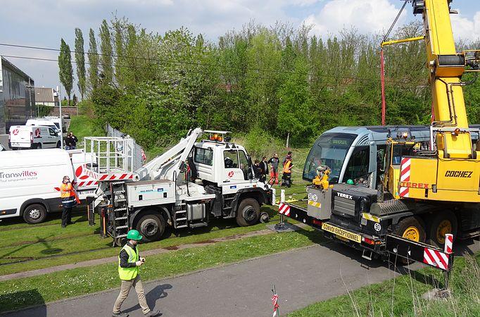 Valenciennes & Anzin - Déraillement de la rame de tramway n° 17 à la sortie du dépôt de Saint-Waast le 11 avril 2014 (064).JPG