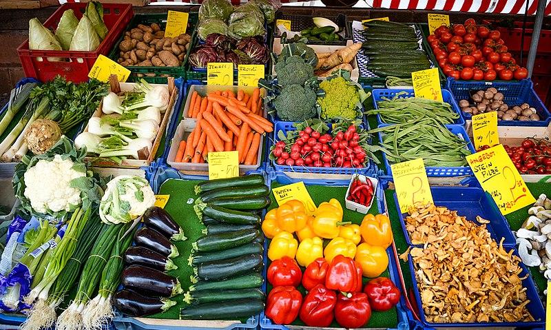 File:Vegetable Market in Nuremberg, 2015.jpg
