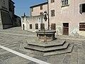 Vera da Pozzo posta davanti al palazzo del Capitano (Pernumia).jpg