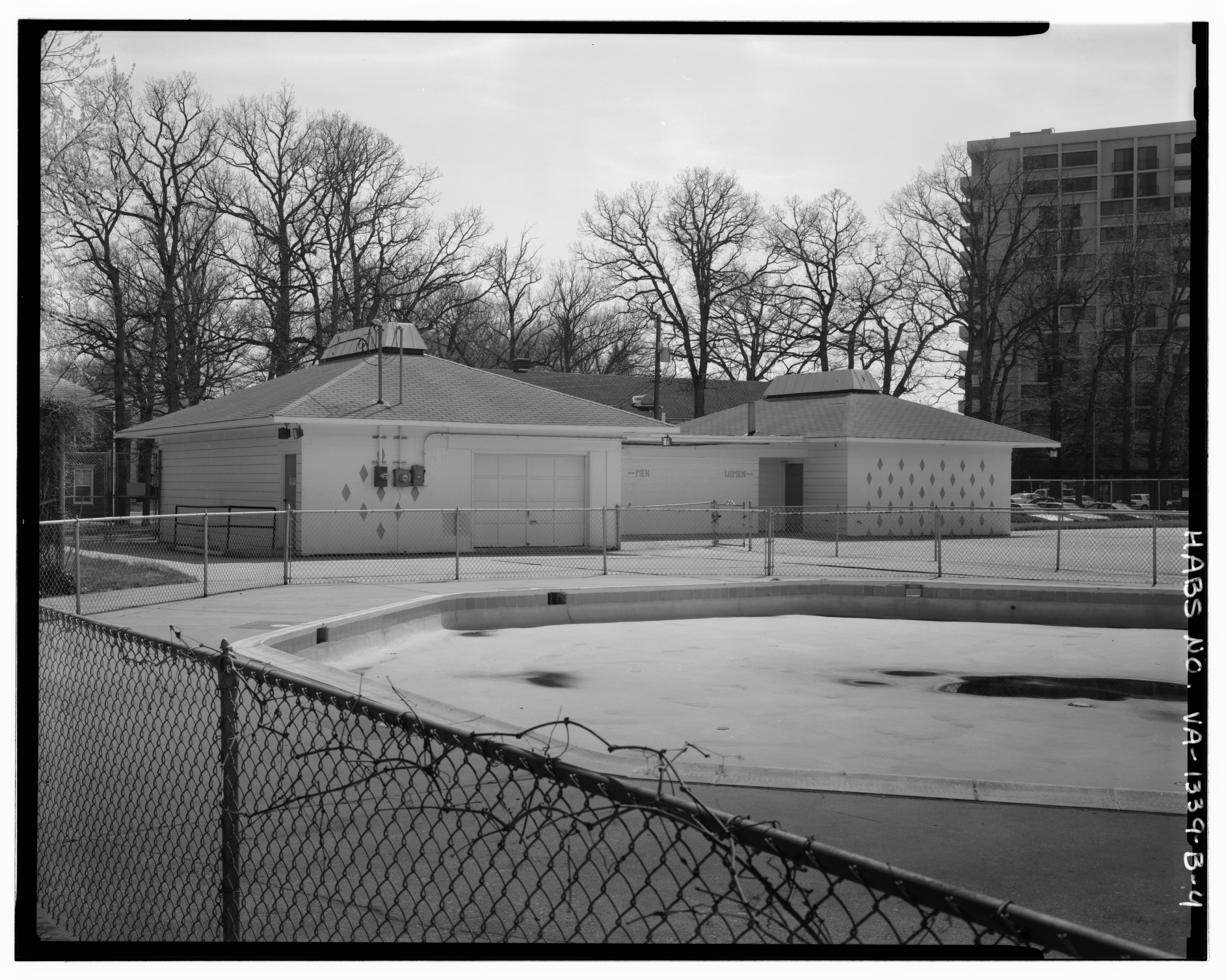 File View South Southwest Pool House Baby Pool In Foreground Buckingham Apartment Complex