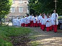 Vijftig misdienaars in 2004 bij 50-jarig bestaan Sint Martinuskerk, Gennep