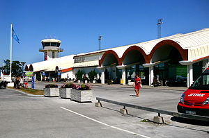 Visby Airport - Image: Visby flygplats ingången från parkeringen Visby Sweden